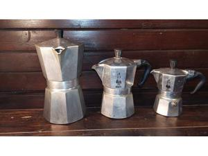 C139 tre caffettiere riuso Bialetti moka originali 2-4-6