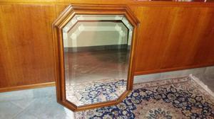 Specchio a parete con cornice in legno
