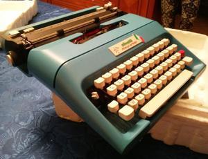 Macchina da scrivere Olivetti Italia 90' Design