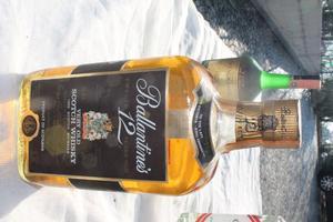 Ballantine's Scotch Whiskey -s 12 Years Old