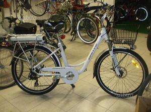 Rssbici elettrica con ruote del nuova con 1 anni posot class for Bici pieghevole elettrica usata