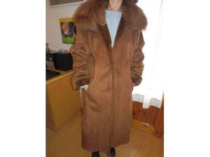 Cappotto in pelle ecologica e collo di volpe