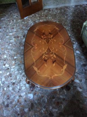 tavolino in legno intarsiato basso