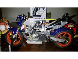 Moto radiocomandata con motore a scoppio