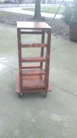 Scala in legno per interni con rotelle