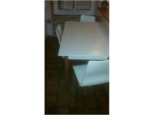 Tavolo e 3 sedie