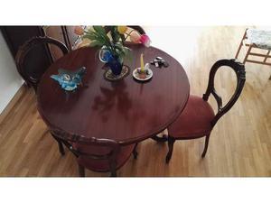 Tavolo in legno massiccio con 4 sedie in velluto