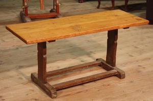 Tavolo rustico scolpito in rovere