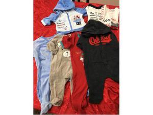 Vestitini,pantaloni,body e biancheria per culla
