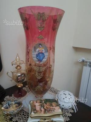 Bamboline, porcellane e vasi da collezione