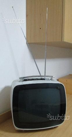 Televisore INDESIT anni '70 in bianco e nero