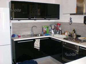 Cucina rossa cappa nera posot class - Cappa cucina nera ...