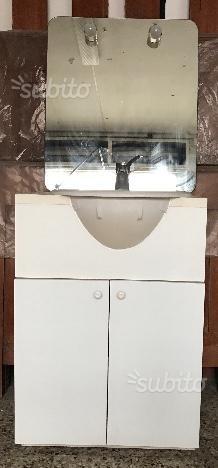 Mobile bagno usato con specchio e luci