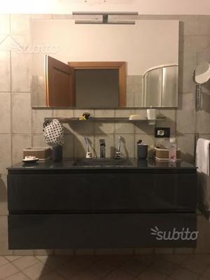 Mobile da bagno completo di specchiera