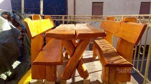 Tavolo da giardino con panche in legno massiccio