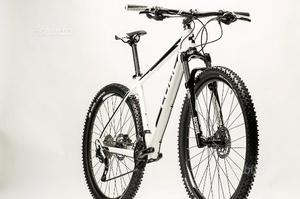 Bicicletta Cube 29 MTB
