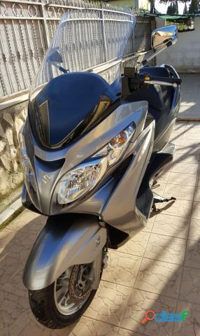 Suzuki Burgman AN 400 benzina in vendita a Latina (Latina)