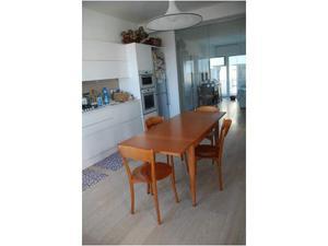 Tavolo e 4 sedie Calligaris in ciliegio.