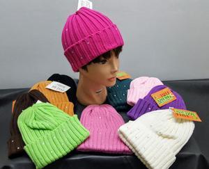 1 Euro Stock cappelli uomo donna e bambino abbigliamento