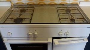 Cucina 6 fuochi industriale a gas con forno posot class for Cucina 8 fuochi zanussi