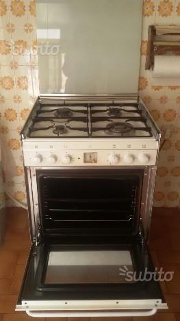 Cucina a gas SMEG con forno