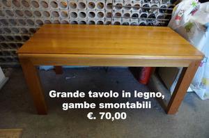 Tavolo grande in legno