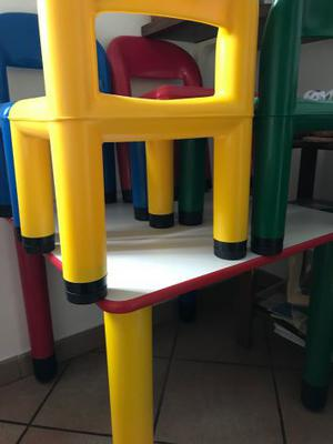 tavolino quadrato con 4 sedie