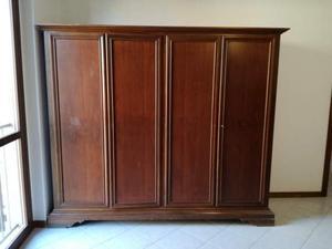 Ampio armadio in legno