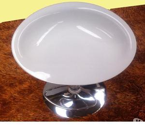 Sgabello regolabile in plastica bianca
