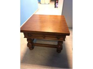 Tavolino in legno massello con cassetto