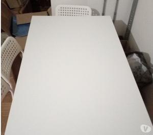 Vendo Tavolo Nuovo in legno con sedie