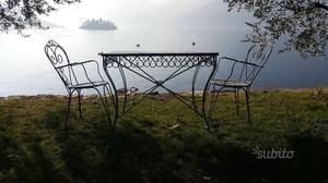 Tavoli e sedie in ferro battuto