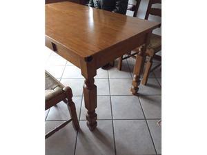 Tavolo rettangolare, rustico in legno