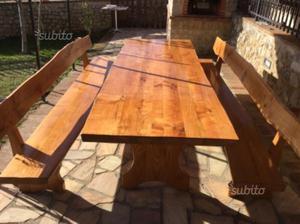 Tavolo con panche in legno massello
