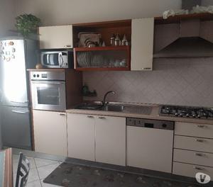 Pensili cucina color panna e ciliegio posot class - Cucina color panna ...