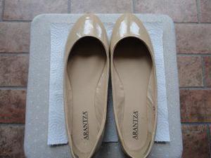 Scarpe da donna ballerine di colore beige