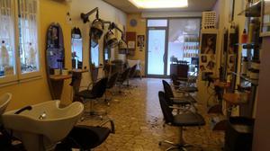 Outlet esempio arredamento completo parrucchieri posot class for Arredamento per parrucchieri usato