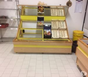 Arredamento negozio frutta verdura pesaro posot class for Arredamento per parrucchieri usato
