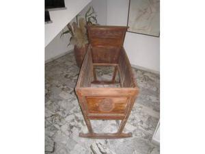 Culla antica in legno