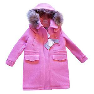 cappotto rosa con cappuccio in pelliccia
