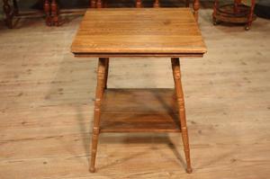 Tavolino rustico scolpito in legno di rovere