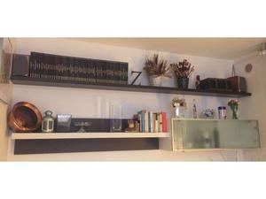 Pensile con mensola in legno laccato bianco/wenge
