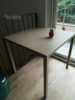 Tavolo da giardino completo di 4 sedie