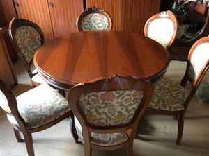 tavolo con 6 sedie e mobile cristalliera