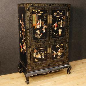 Credenza francese in legno laccato e dipinto a cineseria