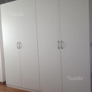 Armadio bianco Ikea e cassettiera