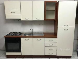 Vendo cucina 2 55 metri posot class for Cucina moderna settembre 2018
