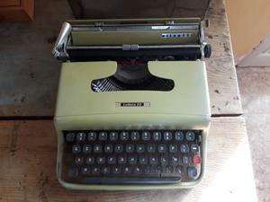 Macchina da scrivere vintage Olivetti lettera 22