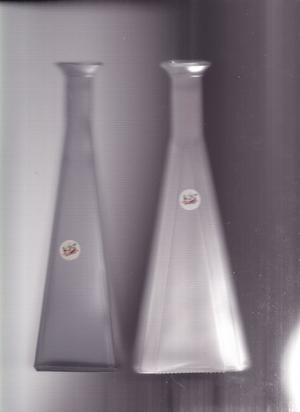N. 2 bottiglie in vetro opaco pregiate colori rosso e bleu