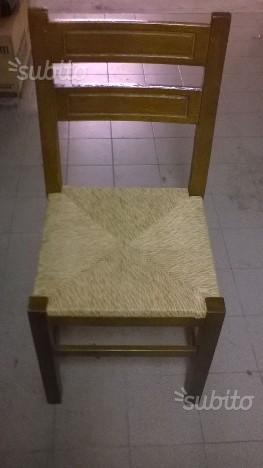 Sedie in legno massello con seduta in paglia